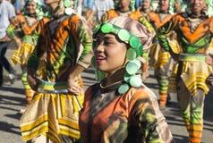 朗芒芽地,菲律宾- 2017年9月16日, :Sandurot全国衣裳的节日演员 免版税库存照片