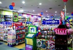 朗芒芽地,菲律宾- 2016年11月26日:在商城的玩具部门 库存照片