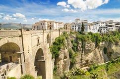朗达桥梁和峡谷风景看法在朗达,马拉加,西班牙 库存照片