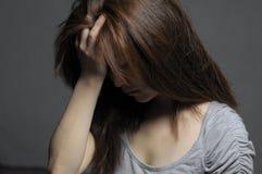 绝望的沮丧的妇女 免版税库存图片