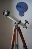 望远镜和宇宙时钟 库存图片