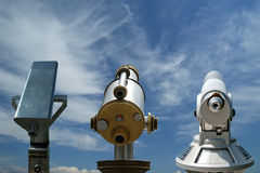 望远镜观察者(旅游类型望远镜) 库存照片