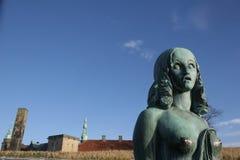 朝向克伦堡城堡的雕象 免版税图库摄影
