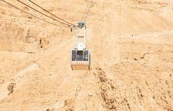 朝向在马萨达国家公园上面的缆车  免版税库存图片