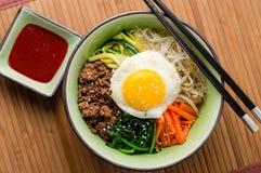 朝鲜拌饭韩国食物从上面 图库摄影
