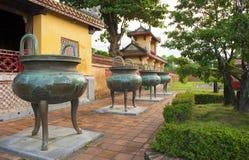 朝代钟声或缸在颜色北京皇城  库存图片