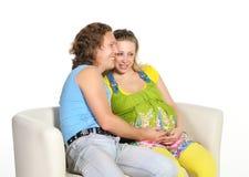 期待年轻人的婴孩夫妇 免版税库存图片