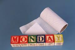 期限星期一和视觉上被显示的卫生纸卷 图库摄影