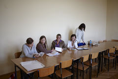 期终考试的波兰学生 免版税图库摄影