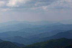 朦胧的横向山 库存照片