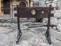 木中世纪颈手枷 库存图片