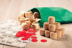 木乐透纸牌滚磨与袋子、芯片和游戏卡比赛的我 库存图片
