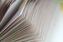 木书开放的表 回到学校 复制空间 免版税图库摄影