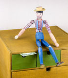 木人手画与在箱子的美元 库存图片
