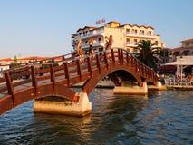 木人行桥,莱夫卡斯州,希腊 免版税库存照片