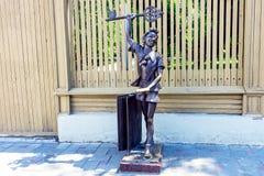 木偶奇遇记古铜色雕象  库存图片