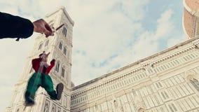 木偶走在佛罗伦萨前面意大利大教堂的木偶奇遇记  股票视频