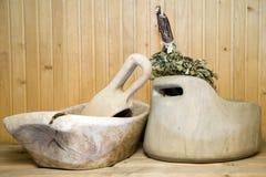 木公共浴室的碗 免版税库存图片