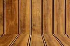 木内部的空间 特写镜头棕色木纹理 抽象背景,空的模板 墙壁由木板条做成 库存图片