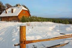 木冬天房子 库存照片