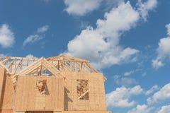 木制框架房子建设中Pearland,得克萨斯,美国 库存图片