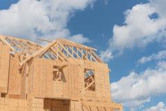 木制框架房子建设中Pearland,得克萨斯,美国 免版税图库摄影