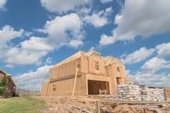 木制框架房子建设中Pearland,得克萨斯,美国 库存照片