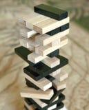 木刻堆积与拷贝空间,背景的比赛 教育、风险、发展和成长的概念 免版税库存照片