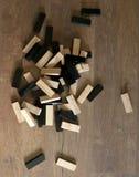 木刻堆积与拷贝空间,背景的比赛 结束比赛 教育、风险、发展和成长的概念 免版税图库摄影