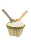 木匙子和竹子篮子 库存图片