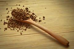木匙子和粒子咖啡 库存照片