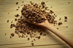 木匙子和粒子咖啡 库存图片