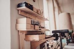 木匠业生产大厅的看法  库存照片