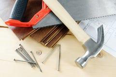 木匠在工作凳的工具 免版税库存照片