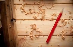 木匠工具在松木桌里 库存照片