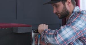 木匠是定象细节由家具钉书机 股票录像