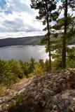 木匠清楚的湖远景水 图库摄影