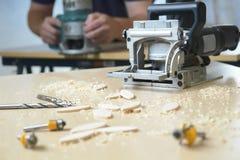 木匠现有量用工具加工木制品 免版税库存图片