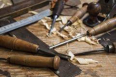 木匠表用工具加工木头 库存照片
