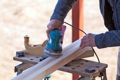 木匠运转的抛光机 免版税图库摄影