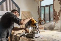 木匠锯一把现代圆锯 图库摄影
