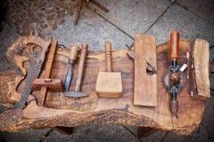 木匠s用工具加工葡萄酒 免版税图库摄影