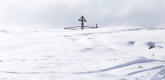 木十字架在冬天 图库摄影