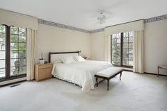 木卧室主要修整的视窗 库存图片