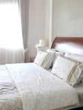 木卧室的设计 免版税图库摄影