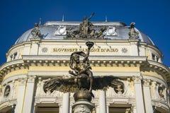 木卫三` s喷泉的天使,老国家戏院在布拉索夫,斯洛伐克 库存照片