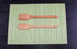 木叉子和匙子 免版税库存照片