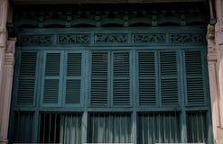 木古老样式的普吉岛窗口经典房子在泰国 库存照片