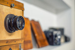 木古色古香的照片照相机 库存图片