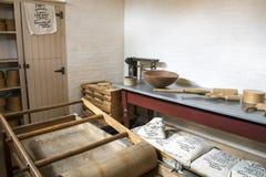 木古色古香的牛奶店乳脂制造厂工具 库存图片